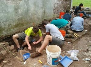 BLOG 2013 Field school students digging